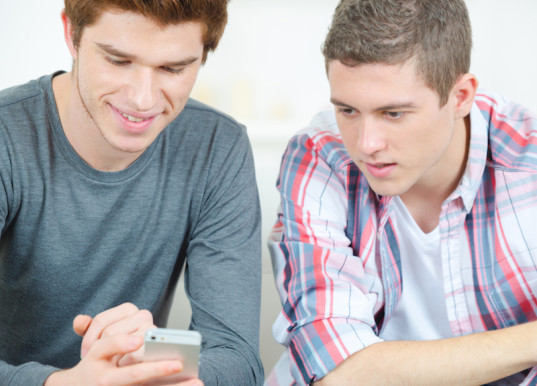 texting, compulsive texting, texting obsession, screen time