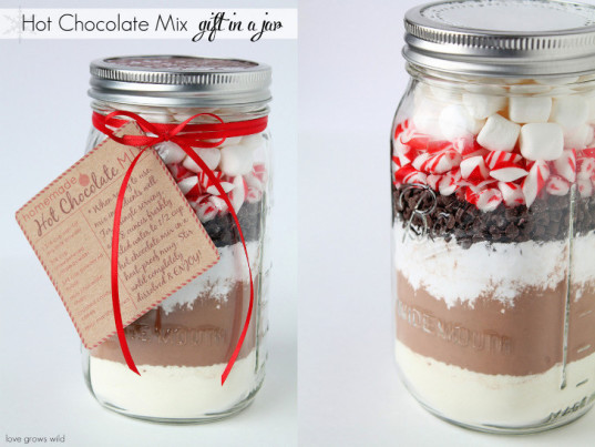 jar mix recipes, gifts in jars, cookie mix in a jar, holiday gift ideas, handmade holiday gifts, holiday gifts kids can make, muffin mix in a jar, uses for recycled jars, holiday gift ideas for mixes in jars, gift mix in a jar, Thanksgiving gifts, Christmas gifts, homemade gifts