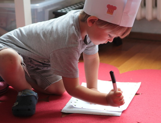 red paper plane, learning games, kid friendly, kids entertainment