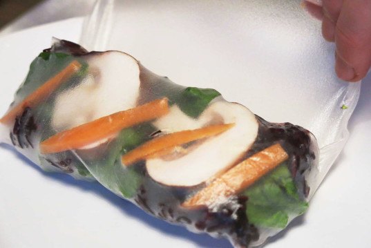 HOW TO Make, black rice and mushrooms wraps, rice paper wraps, raw vegetables, gluten-free recipe,