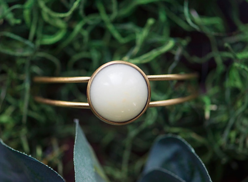 Breast Milk Jewelry Turns Mother S Liquid Gold Into A Wearable