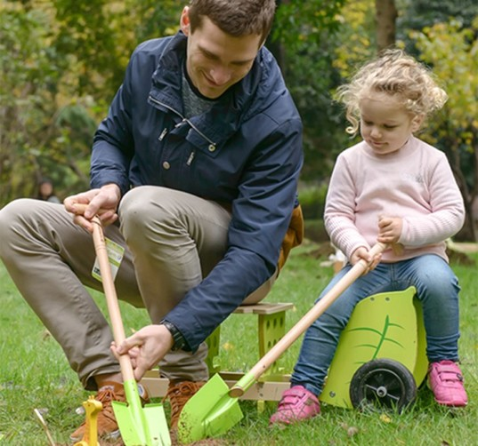 garden how to, gardening with kids, gardening with your family, green family, green kids, start a vegetable garden, kids gardening, kids garden tools, garden tools for kids
