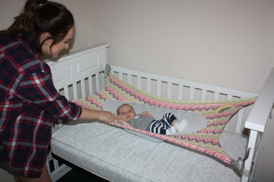 infant bed, infant hammock, baby hammock, infant sleep, crescent womb, fourth trimester, transition from womb to crib, SIDS, sudden infant death syndrome, risk of SIDS