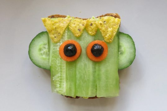 HOW TO, Halloween recipe, Frankenstein toast, Frankenstein sandwich, Halloween apple bites, crooked teeth apple, vegan Halloween recipe, healthy Halloween
