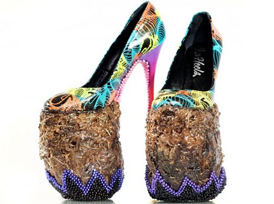 Elephant Dung Heels, elephant dung, elephant dung shoes, bizarre shoes, bizarre fashion, eco-friendly shoes, eco-fashion, sustainable fashion, green fashion, sustainable style, INSA, Chris Ofili