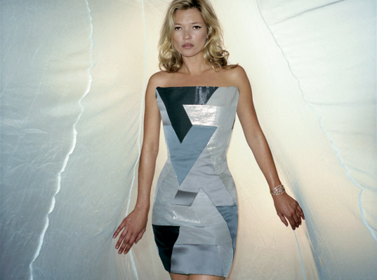 Kate Moss, Sport Relief, mosquito net dress, recycled fashion, upcycled fashion, recycled clothing, upcycled clothing, eco-fashion, sustainable fashion, green fashion, sustainable style, eco-celebrities, recycled mosquito nets, William Tempest