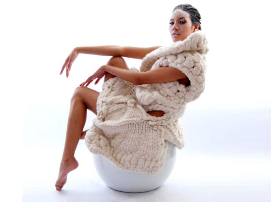 Johan Ku, Emotional Sculpture, knitwear, extreme knits, eco friendly knitwear, eco-friendly textiles, eco-friendly fiber, London eco fashion, chunky knits, wool, knit fashion, crochet fashion, London art events, eco-fashion, sustainable fashion, green fashion, sustainable style