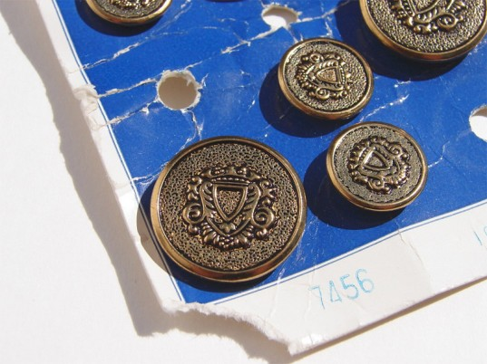 vintage buttons, eco-fashion, sustainable fashion, green fashion, sustainable style, ethical fashion