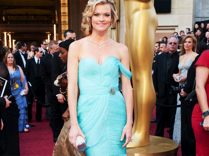 Missi Pyle Brings Red Carpet Green Dress Challenge To 2017 Oscars
