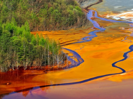 water pollution, toxic pollution, pollution, China, Envirofriends, Institute of Public & Environmental Affairs, Green Beagle, Nanjing Greenstone, Friends of Nature, eco-fashion, sustainable fashion, green fashion, ethical fashion, sustainable style