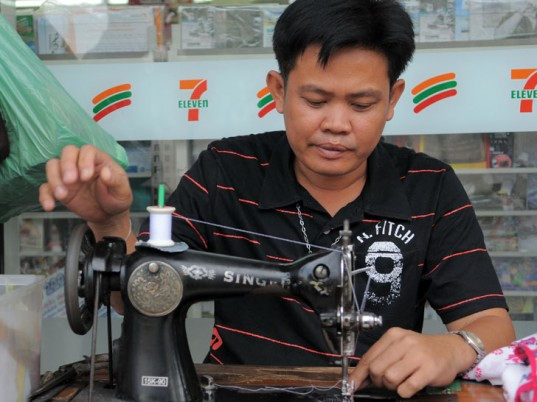 Cambodia, workers rights, sweatshops, sweatshop labor, H&M, Levi Strauss, Levi's, Gap, Banana Republic, J.Crew, eco-fashion, sustainable fashion, green fashion, ethical fashion, sustainable style