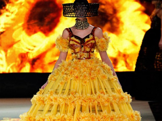 Alexander McQueen, Spring/Summer 2013, Paris Fashion Week, Paris, Sarah Burton, bees, colony collapse disorder, eco-fashion, sustainable fashion, green fashion, ethical fashion, sustainable style, John Maybury