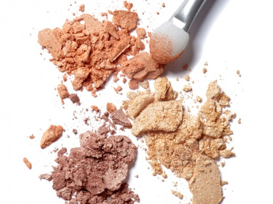 toxic chemicals, eco-friendly beauty, eco-beauty, sustainable beauty, organic beauty, natural beauty, green beauty, Environmental Working Group, Beautycounter, Campaign for Safe Cosmetics, eco-friendly makeup, sustainable makeup, Mia Davis