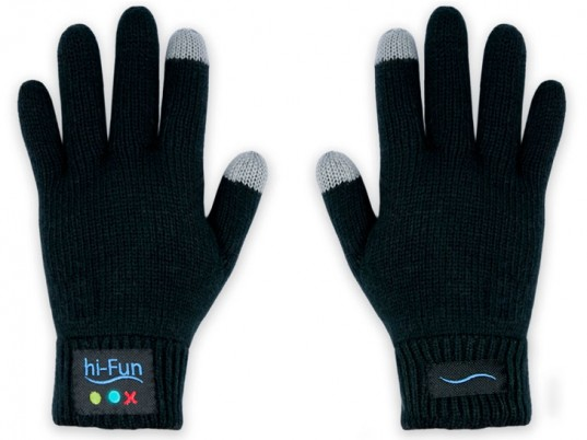 Italy, Hi-Fun, Hi-Call, bluetooth gloves, eco-friendly gloves, sustainable gloves, texting gloves, wearable technology, eco-fashion, sustainable fashion, multifunctional fashion, multipurpose fashion