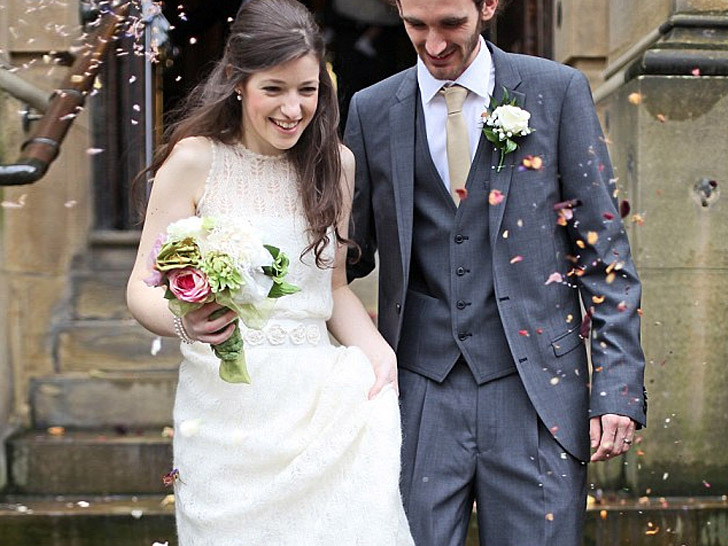 11 Offbeat Wedding Dresses to Spice Up Your Eco-Friendly Nuptials ...