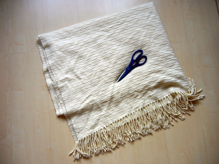 how to make a blanket into a poncho