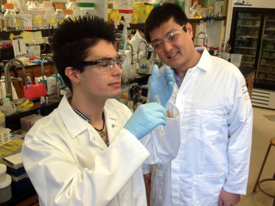 Gabriel Rodriguez, UC Davis, University of California Davis, Shota Atsumi, bacteria, E. coli, eco-friendly perfumes, sustainable perfumes, eco-friendly scents, sustainable scents, eco-fashion, sustainable fashion, green fashion, ethical fashion, sustainable style, algae