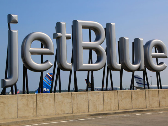 JetBlue, clothes recycling, clothing recycling, eco-fashion, sustainable fashion, green fashion, ethical fashion, sustainable style, corporate social responsibility, zero waste, eco-fashion, sustainable fashion, green fashion, ethical fashion, sustainable style, eco-friendly uniforms, sustainable uniforms, recycled uniforms, upcycled uniforms
