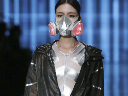 Qiaodan Yin Peng Sports Wear Collection, eco-fashion, sustainable fashion, green fashion, ethical fashion, sustainable style, air pollution, bizarre eco-fashion, China Fashion Week, toxic pollution, pollution, air pollution masks air purification, smog, smog masks, breathing masks