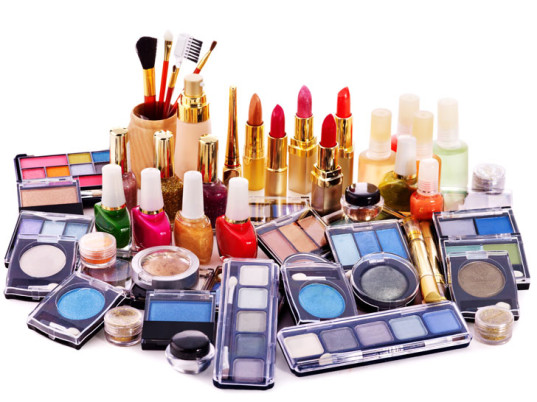 menopause, toxic chemicals, eco-beauty, sustainable beauty, eco-friendly beauty, eco-friendly personal care, sustainable personal care, eco-friendly makeup, sustainable makeup, Washington University in St. Louis, phthalates, Amber Cooper