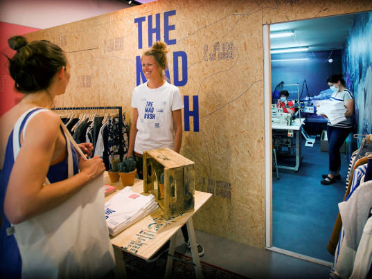 The Mad Rush, eco-fashion, sustainable fashion, green fashion, ethical fashion, sustainable style, Bangladesh, sweatshops, sweatshop workers, sweatshop labor, forced labor, Amsterdam, the Netherlands, Schone Kleren Campagne, Mama Cash, Tara Scally