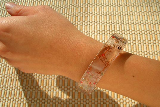 Inhabitat, 3form, Ithemba, Ecoresin Bracelet-4